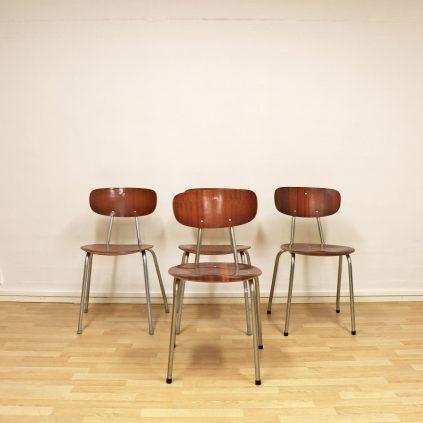 Neljä tanskalaista koulutuolia 60 -luvulta