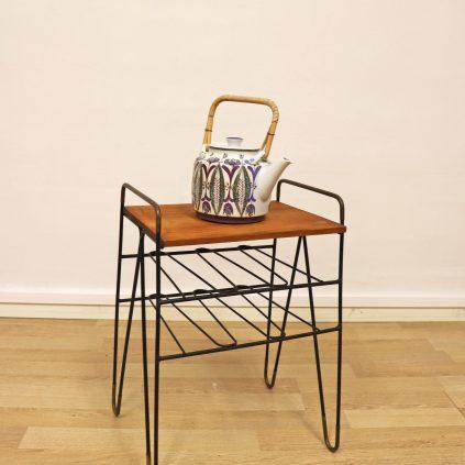 String tyylinen pikkupöytä teaktasolla