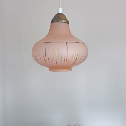 Tanskalainen vaaleanpunainen makuukammarivalaisin