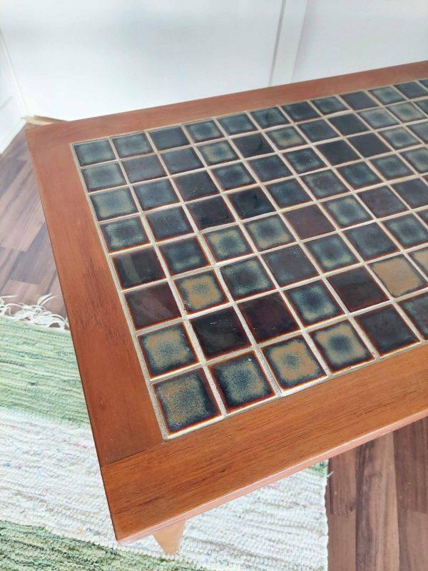 teak mosaiikkipöytä